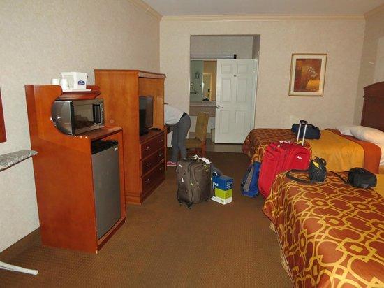 Howard Johnson Inn and Suites Pico Rivera: Habitacion