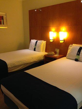 Holiday Inn Basingstoke: Twin Room