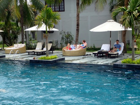 Hoi An Beach Resort: Relaxing by the pool