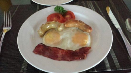 The Kunja Villas & Spa: Breakfast with real bacon