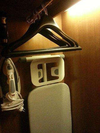Rama Garden Hotel Bali: ironing set