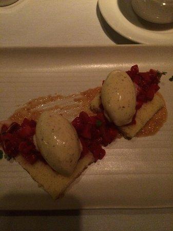 Luma: Strawberry cake with rye ice cream