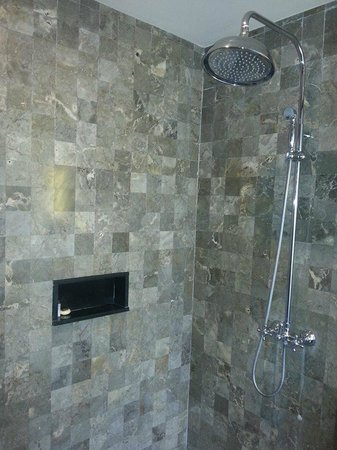 Rama Garden Hotel Bali: good shower