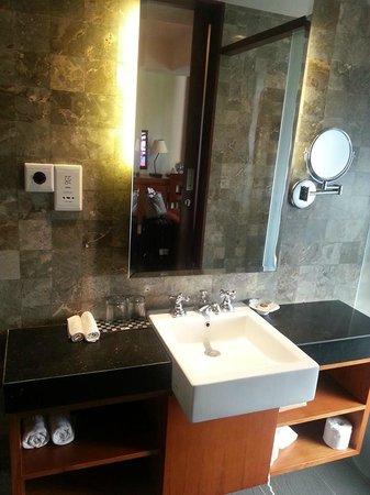 Rama Garden Hotel Bali: vanity area