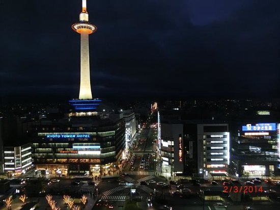 Hotel Granvia Kyoto : View of Kyoto Tower at night from our room