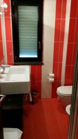 Pompei Resort: Il bagno moderno del resort