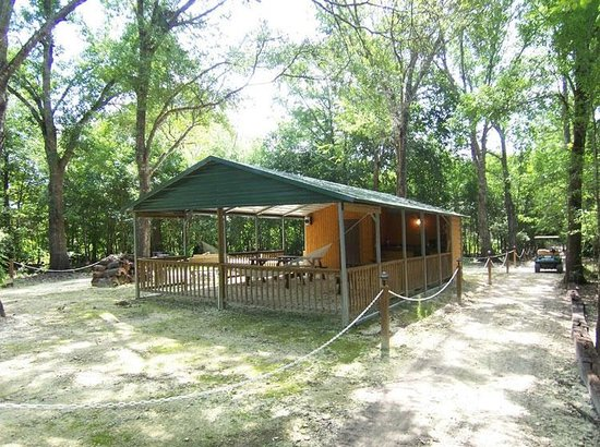 Riverside Lodge RV Resort & Cabins : Shelter On Discovery Island