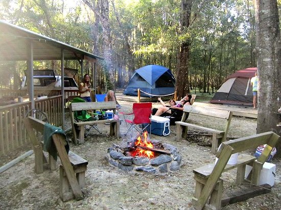 Riverside Lodge RV Resort & Cabins : Campfire On The Island