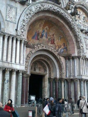 Markusdom (Basilica di San Marco): у входа