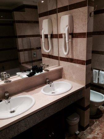 Hotel Miguel Angel by BlueBay: Salle de bain