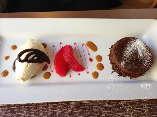 Fondant au chocolat chaud glace vanille pommes poch es la grenadine picture of la table du - La table du quai bordeaux ...