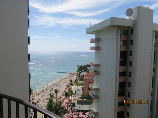 Outrigger Waikiki Beach Resort: Partial Ocean View Room