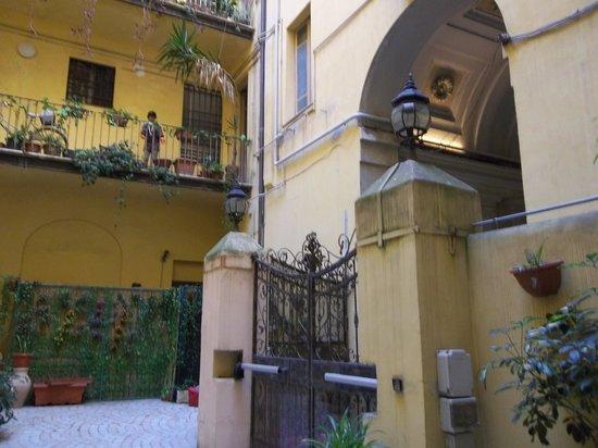 Hotel Filippo Roma: Inner Courtyard