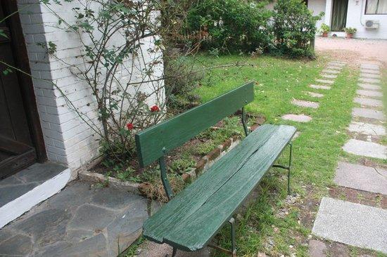 Posada Portones de Carrasco: Ante jardín