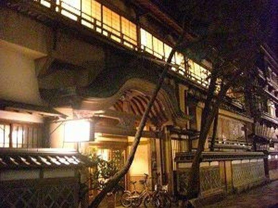 K's House Ito Onsen: 正面玄関からホテル概観