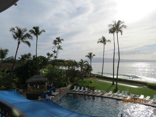 Royal Lahaina Resort: Balcony view