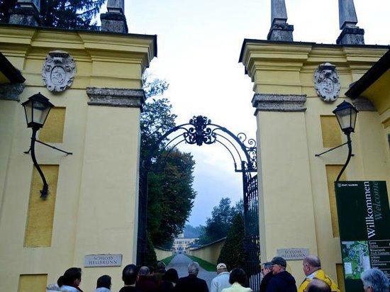 Palacio de Hellbrunn: Impressive entrance