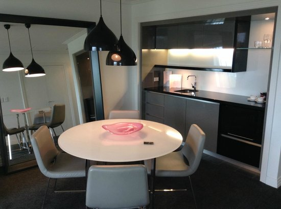 The Como Melbourne - MGallery Collection: Open plan pa suit kitchenette