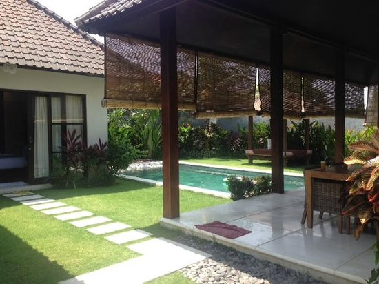 Katala Villas: Swimming Pool and Dinning area