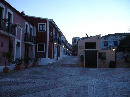 Pueblo Acantilado Suites: Wege durch das Hotelgelände