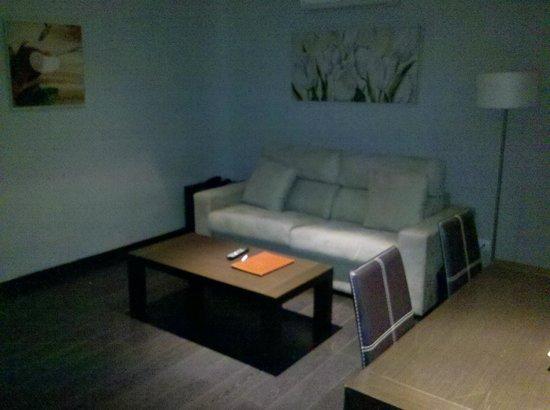 Pueblo Acantilado Suites: Auszeihbare Couch