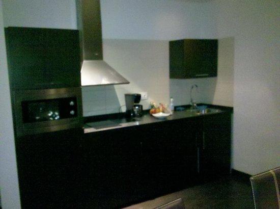 Pueblo Acantilado Suites: Küchenzeile. Alles da was man benötigt