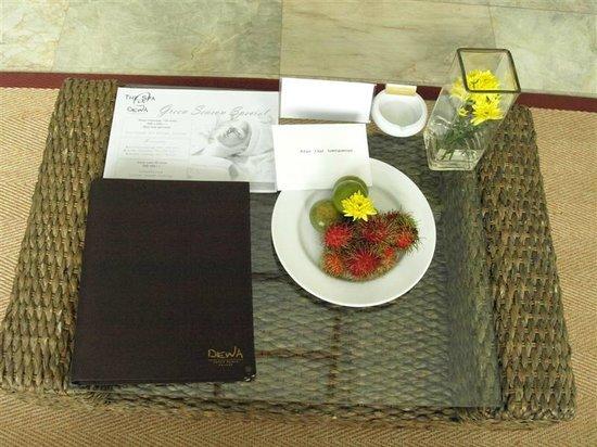 Phunawa Resort: จดหมายพร้อมผลไม้ต้อนรับวันเช็คอินท์