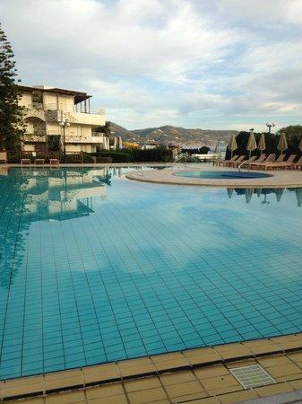 Apollonia Beach Resort & Spa: Уютная территория