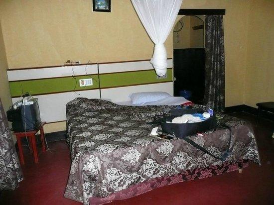 Hotel Muhabura: Mooie ruime kamer met afzonderlijke badruimte