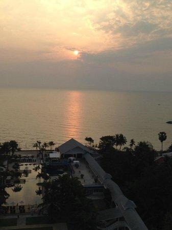 Novotel Hua Hin Cha Am Beach Resort and Spa: Sunrise