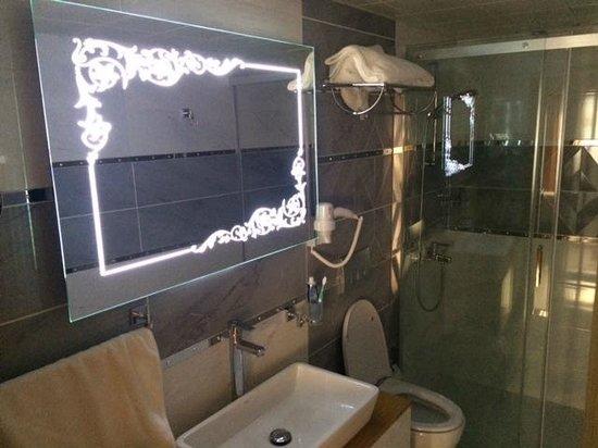 Elite Kasseria Hotel : Bathroom