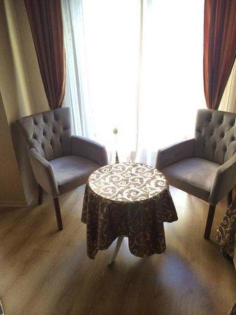 Elite Kasseria Hotel : Comfy chairs