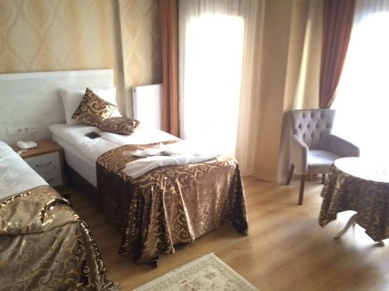 Elite Kasseria Hotel : One of the Single Bed in the Suite