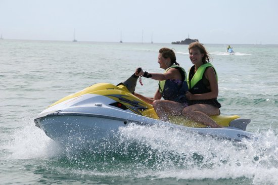 Сент-Обин, UK: Jet Skiing at The Jersey Sea Sport Centre