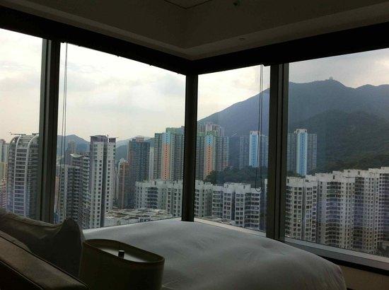 EAST Hong Kong: Urban Corner Room & View