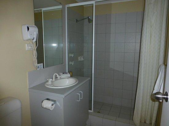 Ocean View Motel : Badezimmer mit großer Dusche