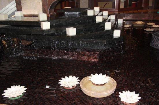 Four Seasons Hotel : 1 этаж отеля
