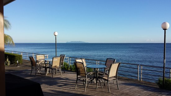 Heritage Park Hotel Honiara: Poolside