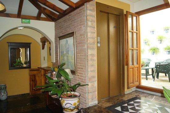 Hotel Almona : RECEPCIÓN