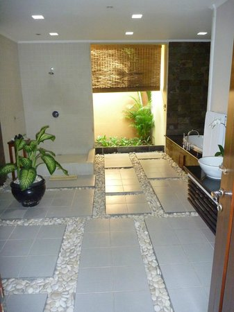 The Kunja Villas & Spa : Bathroom
