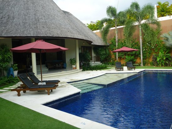 The Kunja Villas & Spa : Pool area