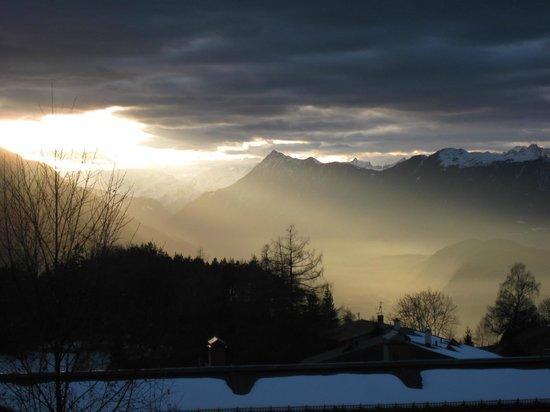 Residenzen Maximilian: Sonnenuntergang über dem Inntal, Aussicht vom Balkon