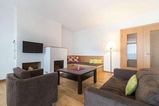 Residenzen Maximilian: Wohnraum mit Kamin