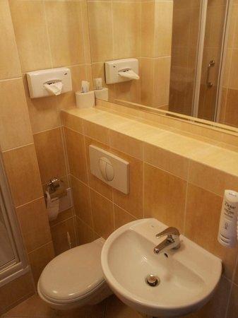 Best Western Hotel Felix: Czysta i zadbana łazienka.