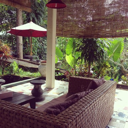 Tiing Gading Bungalows: Dining/Lounge