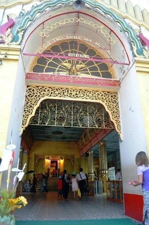 Botahtaung Pagoda: entrance to Botatung Pagoda
