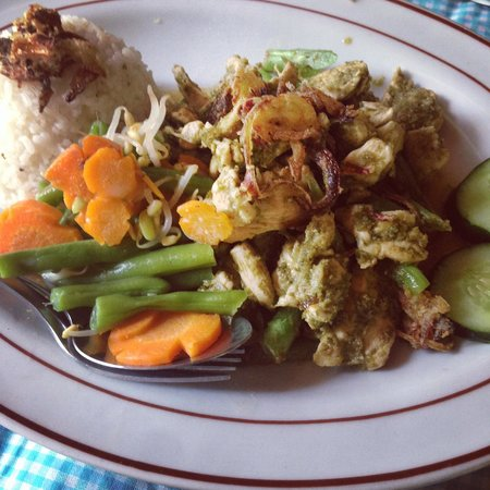 Tiing Gading Bungalows: Chicken Green Curry