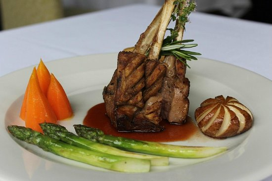The Grasmere Hotel Restaurant: Rack of lamb with a rosemary and thyme sauce