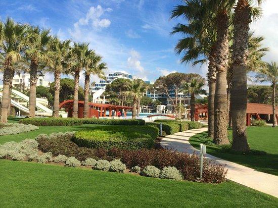 Cornelia De Luxe Resort: View of garden and hotel
