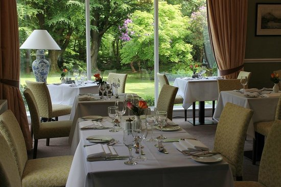 The Grasmere Hotel Restaurant: Lovely views of the garden from the restaurant